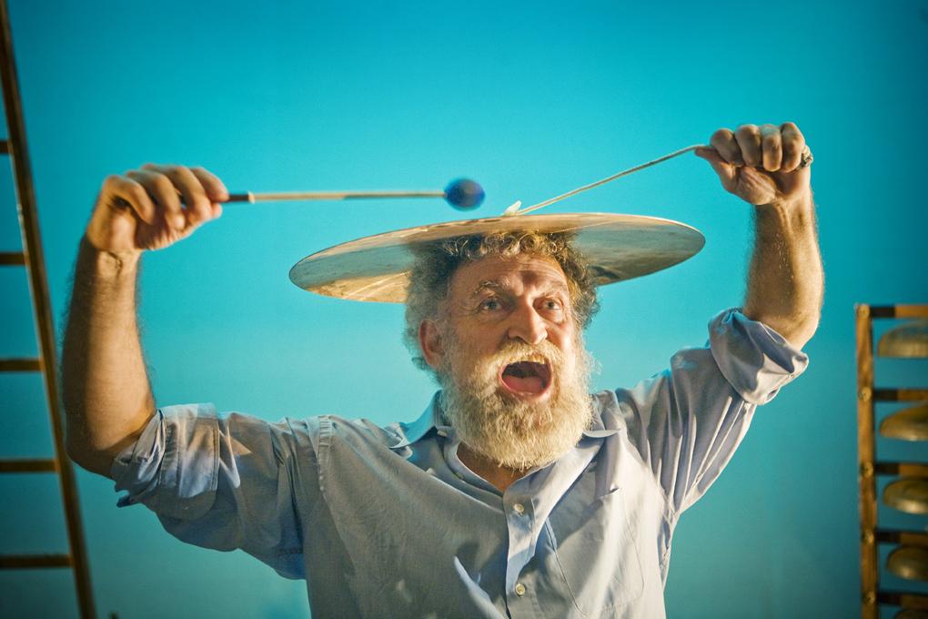 Plato en la cabeza. LuisCastilla